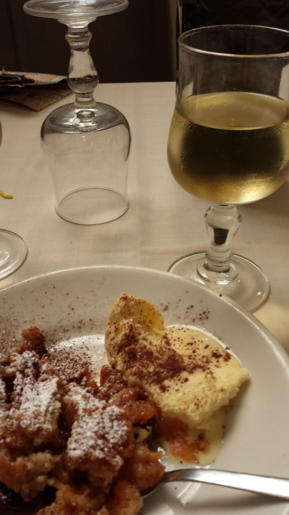 This is a picture of the DESERT (dolce), a specialty of the house, like an apple cobbler with vanilla ice cream - YUM!!