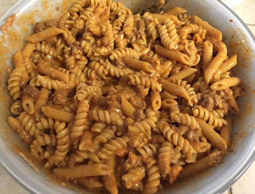 Kortni's Kitchen: Chili Mac & Cheese