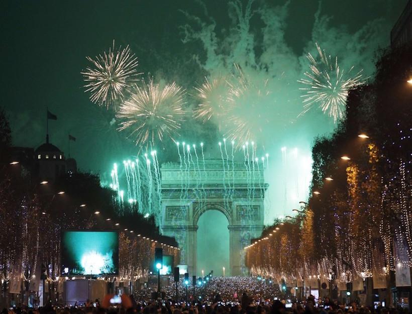 Paris Celebrates New Year 2017