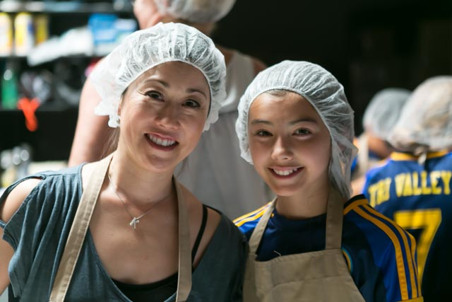 Mother and daughter volunteers