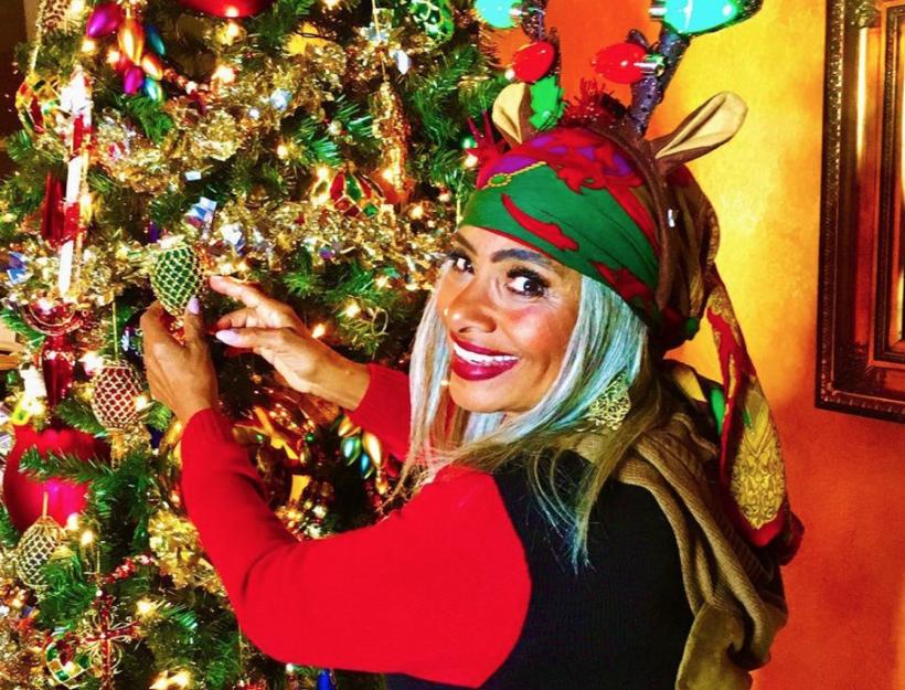 "Merry Christmas from Linda ""Peaches"" Tavani!"