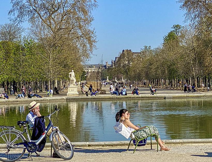 Strangers aside fountain Jardin des Tuileries